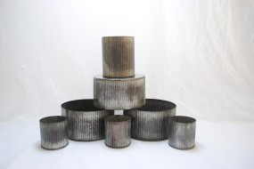 Ribbed zinc containers